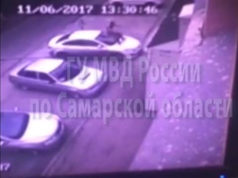 Пьяный дебошир прыгал на чужих иномарках в центре Самары