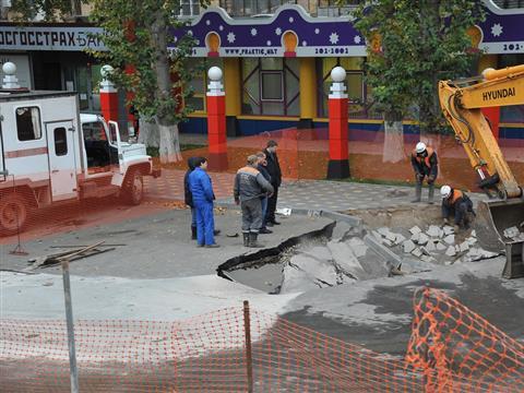 Устранение коммунальной аварии на пр. Ленина в Самаре