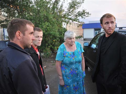 Актер Самарского драмтеатра собирает гуманитарную помощь для беженцев с Украины