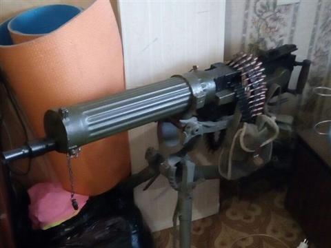"""У самарца изъяли пулемет """"Максим"""", четыре пистолета-пулемета, 14 ружей, 15 пистолетов, гранату и патроны"""