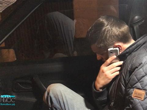На Владимирской задержали водителя, проехавшего на красный свет и представившегося полицейским