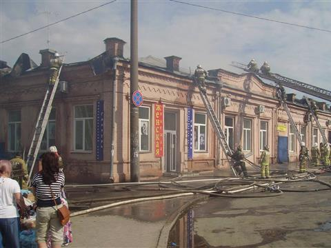 В Самаре горело торгово-офисное здание на ул. Алексея Толстого