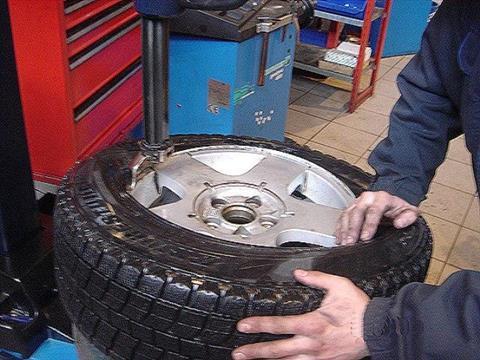 Что следует знать автолюбителю при выборе и замене автомобильной резины весной?