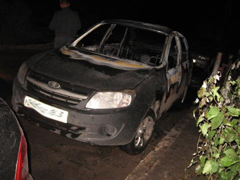 В Тольятти сожгли шесть машин, припаркованных с нарушениями