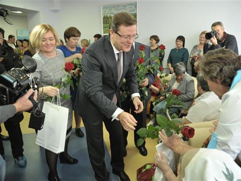 Дмитрий Азаров в пансионате ветеранов войны и труда в селе Новотулка Хворостянского района