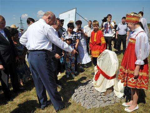 Губернатор принял участие в закладке первого камня на строительстве молочной фермы в Борском районе