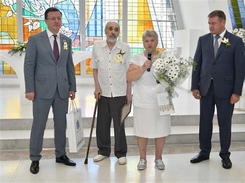 """70 крепких семейных пар наградили медалями """"За любовь и верность"""""""