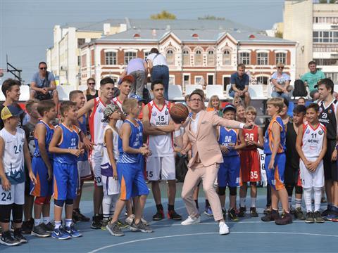 Дмитрий Азаров сыграл в Матче Звезд на турнире Samara Open памяти тренера Юрия Тюленева