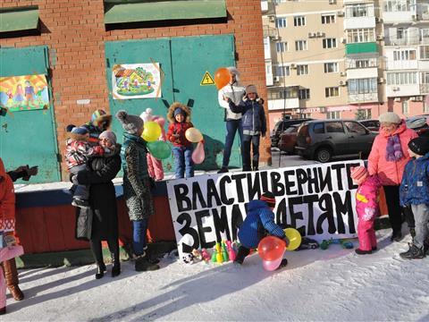 Жители провели акцию протеста против строительства дома по ул. Солнечная, 51А