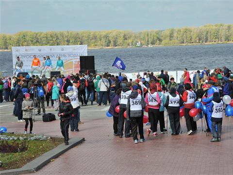 Всероссийский день ходьбы в Самаре отпраздновали более тысячи человек