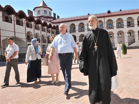 Николай Меркушкин посетил Свято-Богородичный мужской монастырь