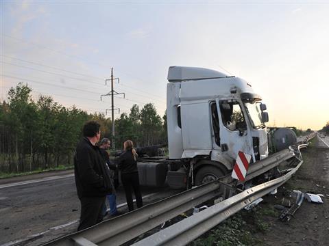 На трассе М-5, неподалеку от Тольятти, в ДТП попал нефтевоз (ВИДЕО)