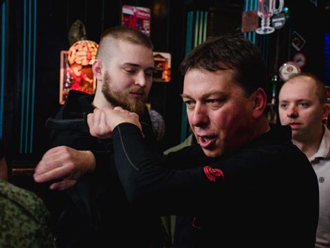 Польский тренер по крав мага научил самарцев самообороне в баре