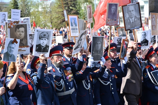 """В Самаре в колонне """"Бессмертного полка"""" прошло 48 тыс. человек"""