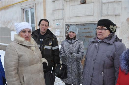 Двадцать человек из сгоревшего дома четвертый месяц остаются без жилья