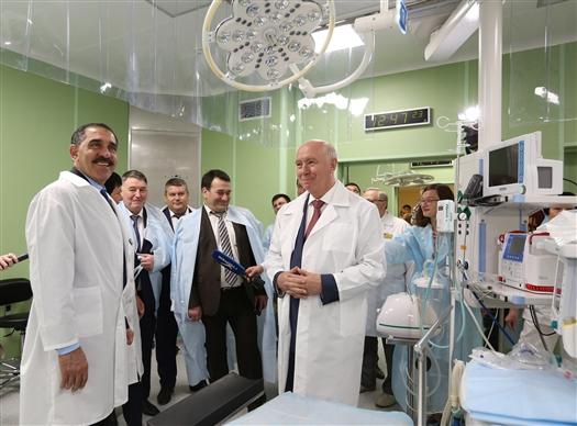 Николай Меркушкин и Юнус-бек Евкуров посетили перинатальный центр больницы им. Середавина