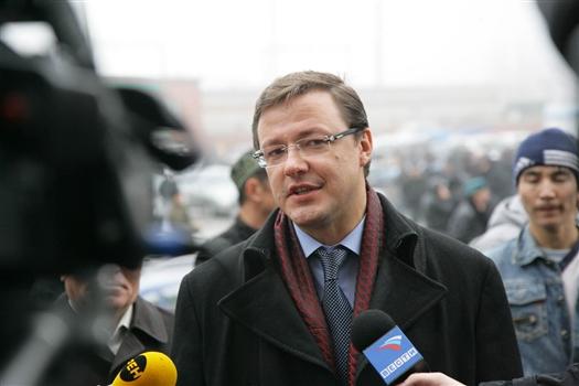 Дмитрий Азаров поздравил юристов с профессиональным праздником