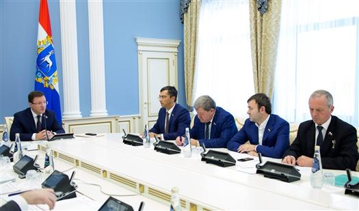 Дмитрий Азаров обсудил с депутатами Госдумы участие региона в национальных проектах
