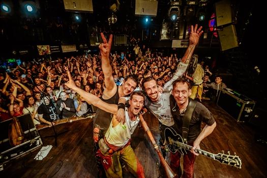 Немецкий фотограф Кристиан Тиль сделал фотосессию Самары во время тура с группой In Extremo