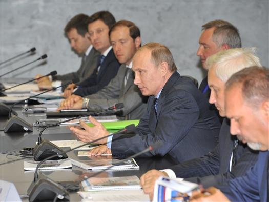 Владимир Путин предложил рассмотреть практику возведения соцобъектов в жилье экономкласса, используемую в Самарской области