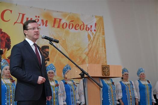 Дмитрий Азаров поздравил пациентов госпиталя ветеранов войн с Днем Победы