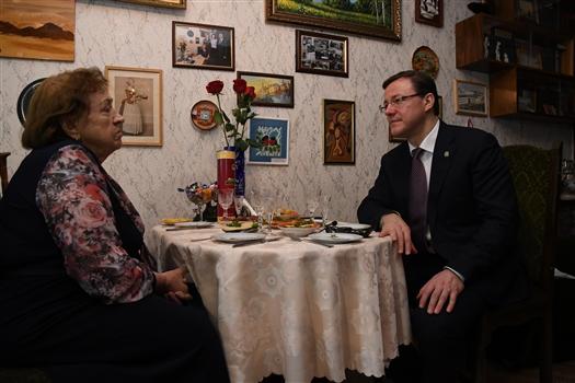 Дмитрий Азаров поздравил Елену Шпакову с 93-летием