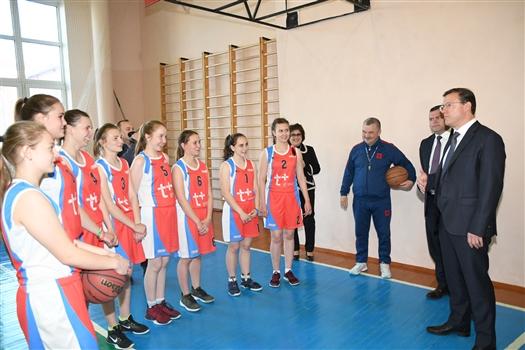 Дмитрий Азаров посетил школу №2 в Клявлино
