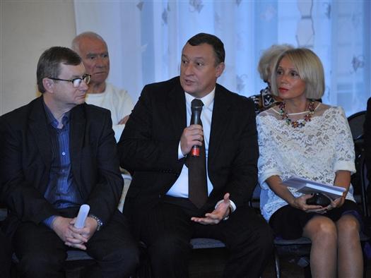 Конкурс проходил в Самаре второй раз. Он был учрежден областной организацией Союза журналистов России совместно с горадминистрацией в память о легендарном журналисте, писателе, сценаристе, Почетном гражданине Самары Эдуарде Кондратове