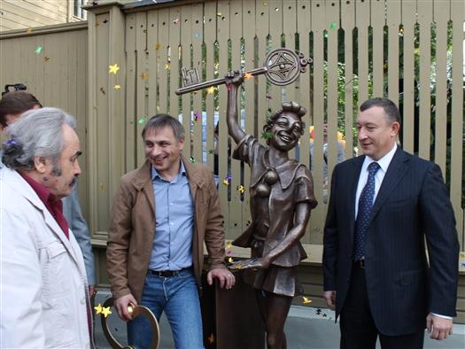 В Самаре прошло открытие скульптуры Буратино
