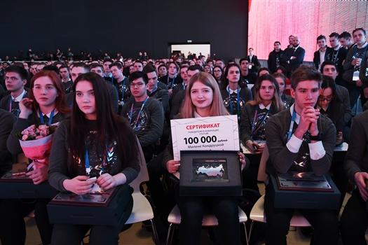 Блогер из Новокуйбышевска получила 100 тыс. руб. и сертификат на обучение в РЭУ им Плеханова.
