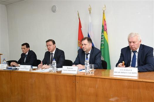 Дмитрий Азаров провел в Клявлино совещание по вопросам здравоохранения на селе
