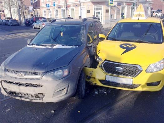 В ДТП в историческом центре Самары пострадала молодая автомобилистка