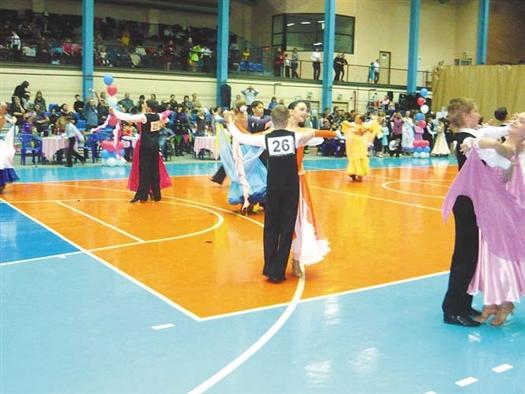 В соревновании приняли участие около 300 танцевальных пар.