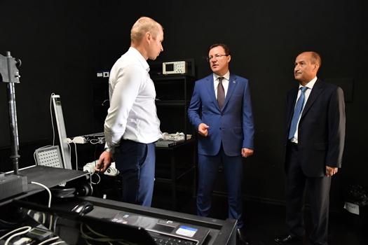 Дмитрий Азаров посетил завод по производству светодиодных светильников