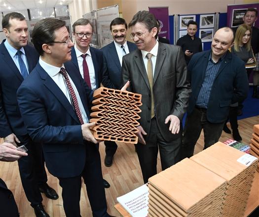 По поручению Дмитрия Азарова в регионе переработают программу по развитию промышленности стройматериалов