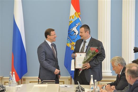 Дмитрий Азаров вручил губернские премии в области науки и техники