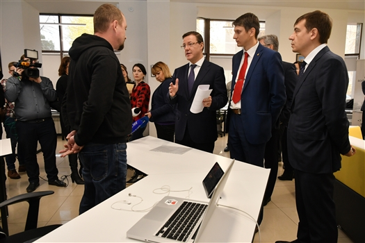 Дмитрий Азаров посетил крупнейший коворкинг-центр Самары