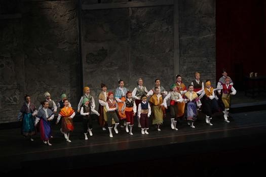 """Красное на белом: """"Кармен"""" Георгия Исаакяна в театре оперы и балета"""