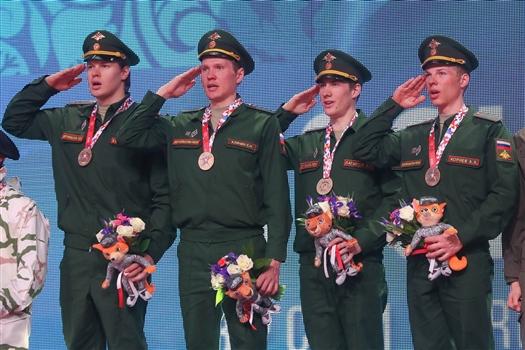 Биатлонист Эдуард Латыпов (на фото второй справа) стал чемпионом Всемирных военных игр