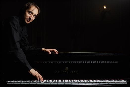 В Самарской филармонии 24 марта с симфоническим оркестром выступит пианист Мирослав Култышев.
