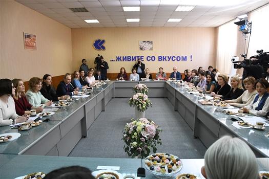 Владимир Путин в Самаре проводит встречу с женщинами-предпринимателями
