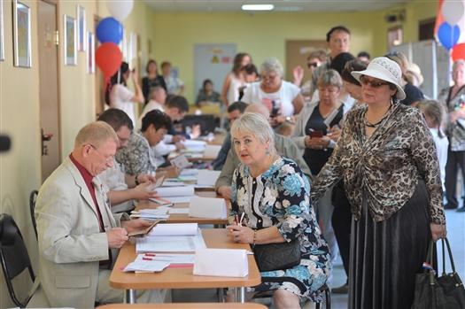Дмитрий Азаров набрал более 72% голосов при явке 48%