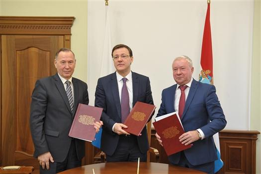 """Дмитрий Азаров: """"Подписание трехстороннего соглашения является очередным шагом по решению задач, поставленных президентом"""""""