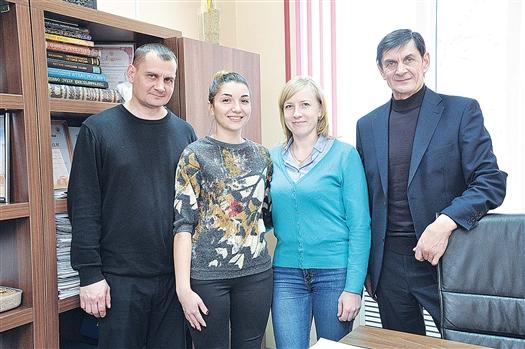 """В команде ООО """"Возрождение 98"""" каждый сотрудник может раскрыть свой потенциал, считает руководитель В.А.Ермолаев (справа)"""