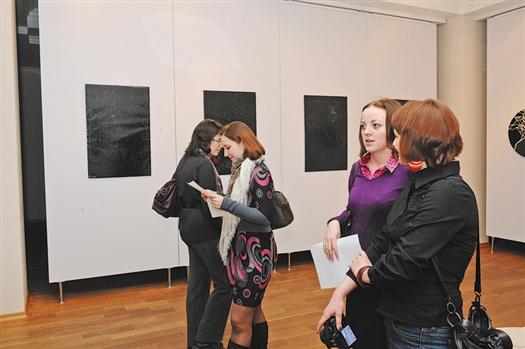 Серия работ Светланы Шуваевой «Информация» – постеры, закрашенные черным маркером