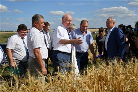 Губернатор посетил крупнейшее сельхозпредприятие Похвистневского района