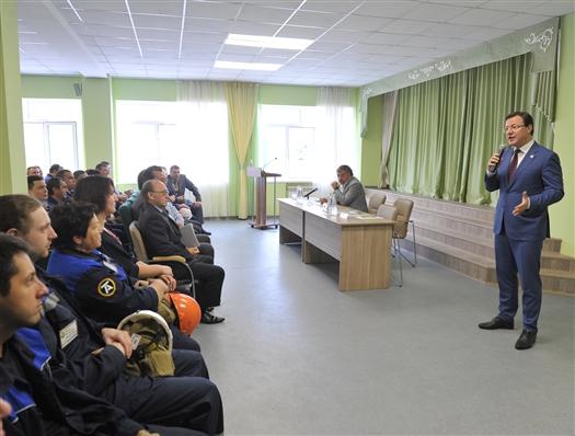 Дмитрий Азаров обсудил с трудовым коллективом Тольяттиазота перспективы развития предприятия