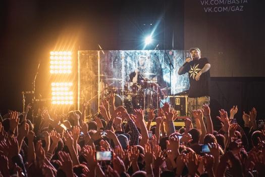 На концерте Басты в Самаре парень сделал предложение со сцены