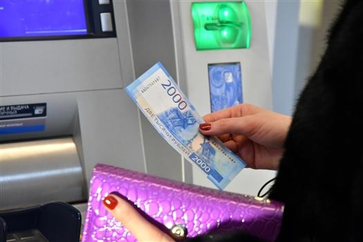 В самарские банкоматы загрузили банкноты по 200 и 2000 рублей