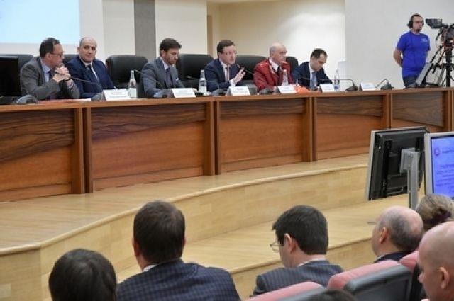 МинистрРФ Михаил Абызов провел вСамаре публичное рассмотрение реформы КНД